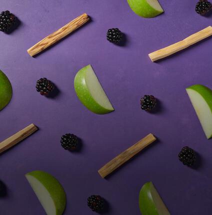 sandalwood, black berries and green apples